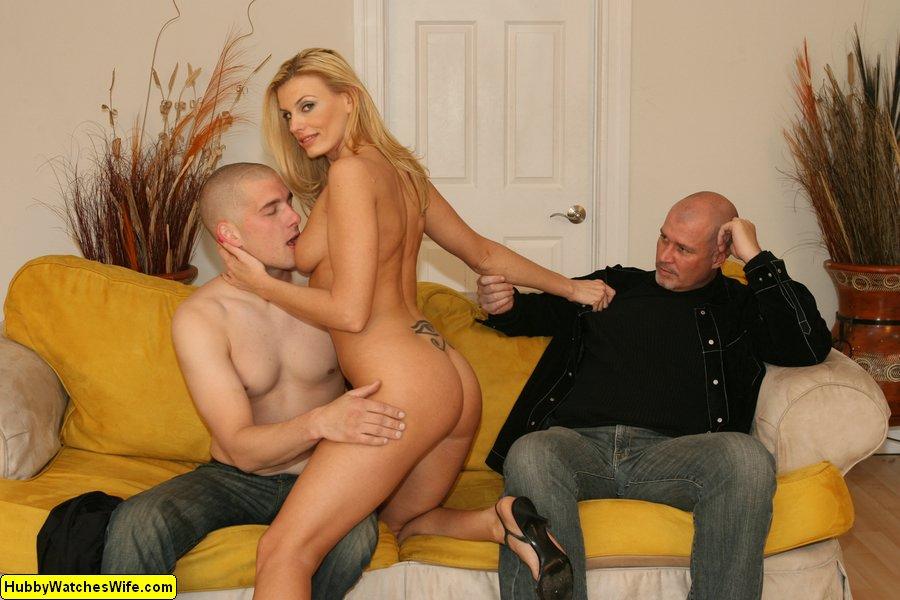 муж трахает любовницу в присутствии жены справа английском говорил