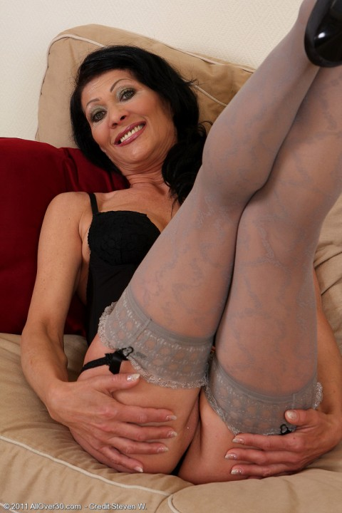 all-over-30-milf-babes-masturbating-Kitty